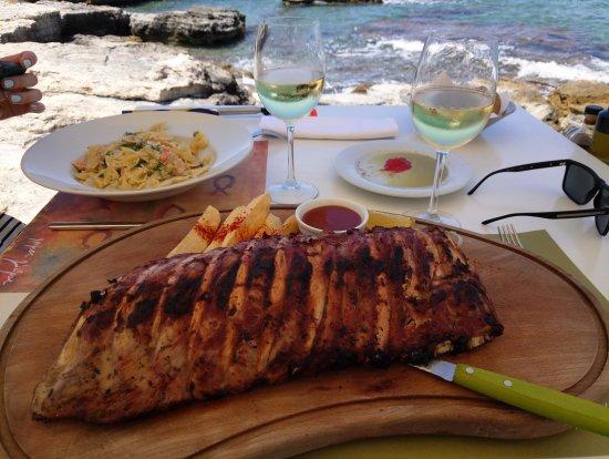 Prima Plora : паста с лососем и свинина на гриле