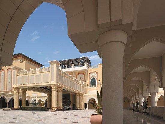 Shangri-La Hotel, Qaryat Al Beri, Abu Dhabi: Porte coche
