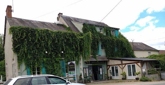 Argenton-sur-Creuse, Francia: Le restaurant vu de la route