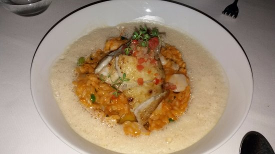 Rafael : Pescado sobre arroz de mariscos