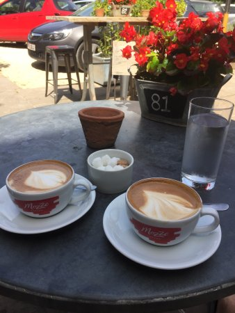 Bradford-on-Avon, UK: Food and coffee excellent! Make a great flat white kiwistyle, divine hand cut chips, awesome ser