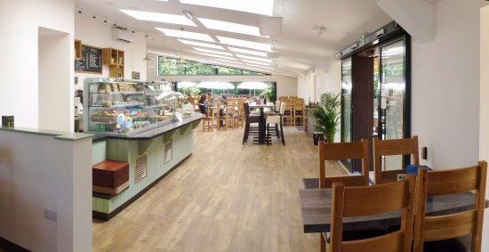 Crediton, UK: Waterside Cafe interior is light, airy and relaxing