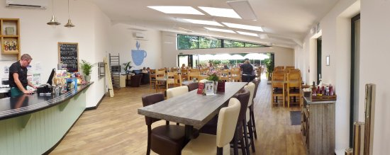 Crediton, UK: Waterside Cafe interior is relaxing