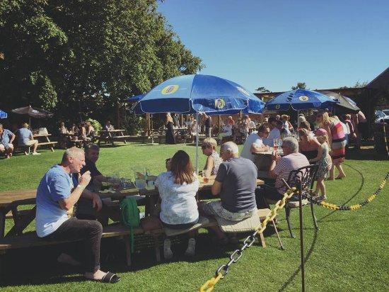 Rustington, UK: Beer garden