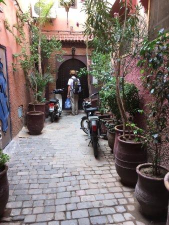 Riad La Porte Rouge: L'entrée de La Porte Rouge