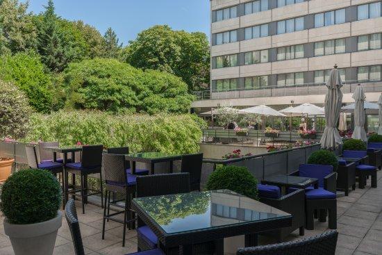 Neuilly-sur-Seine, ฝรั่งเศส: Bar terrace