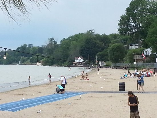 Port Dover, Канада: View of the beach