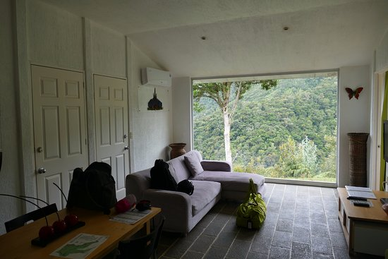 San Gerardo de Dota, Kostaryka: Sitting room in three bed room suite.
