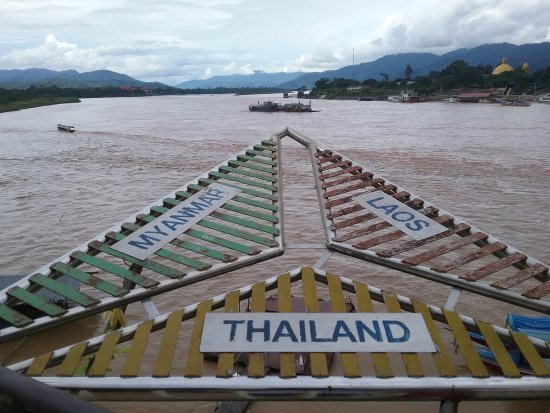 Chiang Saen, Thailand: From Thailand Mayanmar is to the left and Lao on the right.