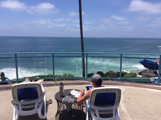 Laguna Riviera Beach Resort: Relax and read with the waves