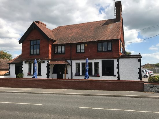 Rustington, UK: Front of pub