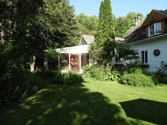 Maison et jardin monarde updated 2017 prices for Auberge maison roy quebec city