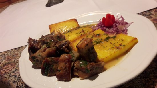 Roc, Κροατία: Pork ribs in malvasia wine and honey with grilled polenta ;)