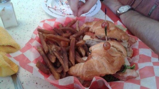 Fairmont, WV: Croissant club
