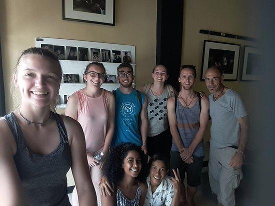 Μπαταμπάνγκ, Καμπότζη: Grupo de amigos llegados desde Canadá y Reino Unido. Buena dosis de energía...