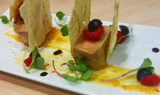 Molins de Rei, España: foie a la sal con chutney de mango y frutos rojos