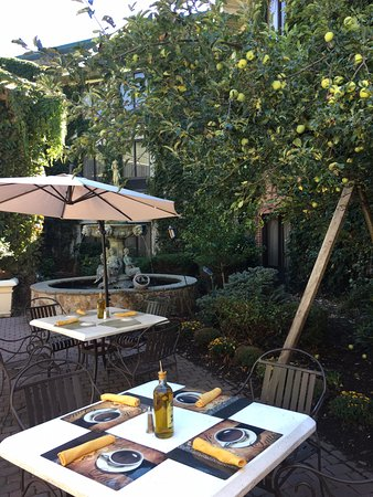 Fairfield, NJ: Additional outdoor dining