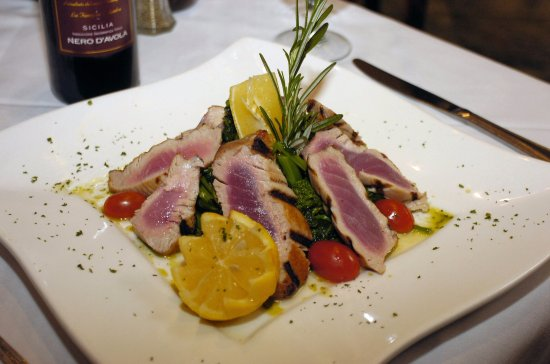 Fairfield, NJ: Seared ahi tuna with broccoli rabe, tomatoes, and cannellini beans