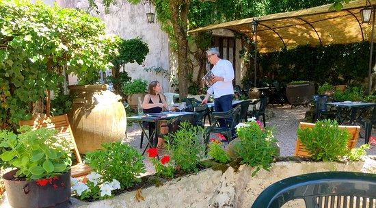Une Terrasse Romantique Et Champetre Picture Of Hotel Restaurant