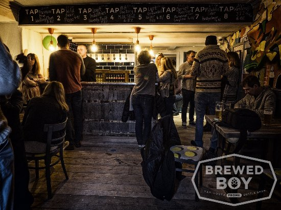 Frome, UK: Brewed Boy Tap House and Bottle Shop