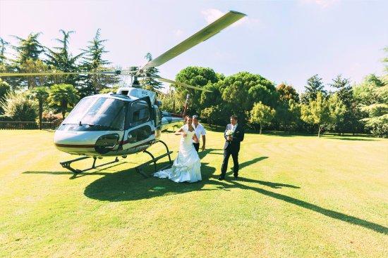 Ospedaletto Euganeo, Italia: Arrivo degli Sposi con l' elicottero