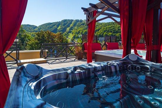 Hotel Château-Bromont: Spa sur notre terrasse disponible à l'année
