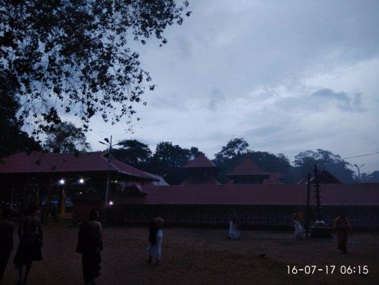 Kodungallur, India: Temple prahara