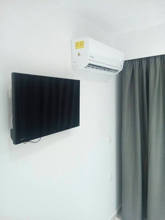 Elite Hotel: TV and air condition, behind air condition there is door on balcon