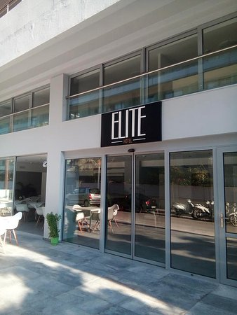 Elite Hotel: Main entrance to the hotel and reception