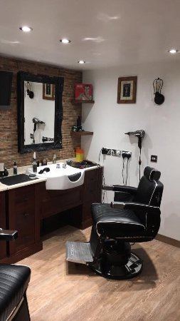 Walton-On-Thames, UK: Barbershop section