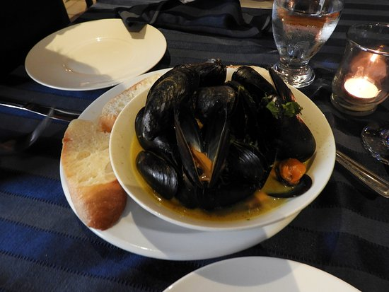The Explorers Cafe : steamed mussels