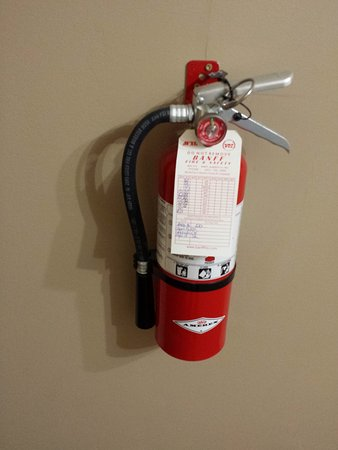 Maligne Lodge: You get your own fire extinguisher in the room. :-)