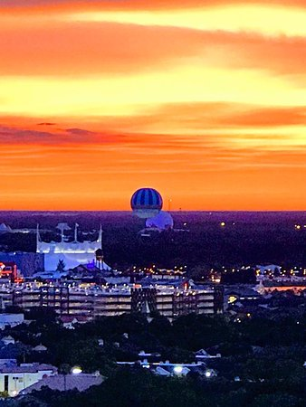 Blue Heron Beach Resort: Sunset over Epcot from our Deluxe two-bedroom suite