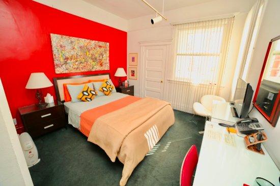 Inn on Castro: Red room
