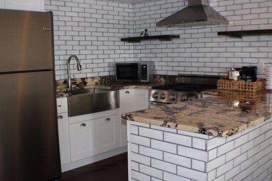 Sebring, FL: Orange Blossom Suite Full Kitchen