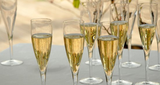 Walton-On-Thames, UK: Fizz Fridays Prosecco £9.95 a bottle all day.