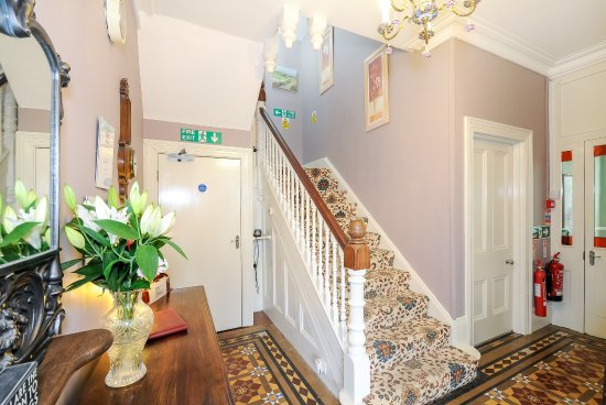 Dorchester Guest House: Entrance Hall