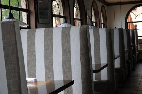 Chicanes Restaurant & Bar: Dining Room