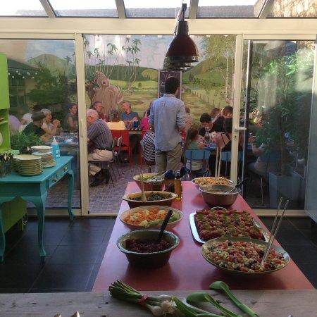 Châteauneuf-la-Forêt, France : Le buffet du 14 Juillet