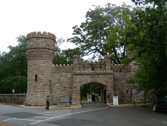 Lookout Mountain, TN: Entrance in to Point Park