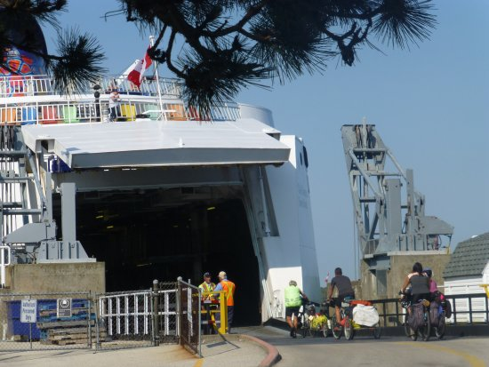 South Baymouth, Canadá: loading bikers first
