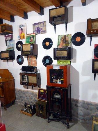 DISCOS y RADIOS ANTIGUOS / MUSEO DE LA FE