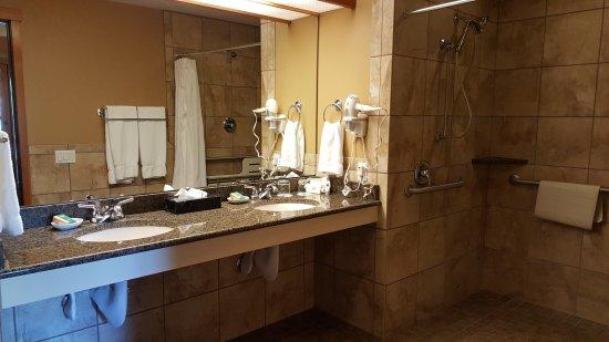 Heathman Lodge: Room 361