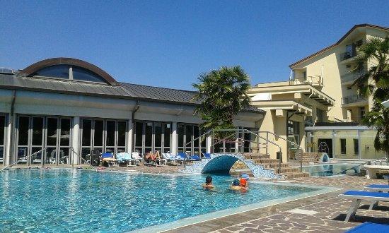 Petrarca hotel foto di petrarca hotel terme montegrotto terme tripadvisor - Petrarca piscine prezzi ...