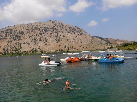 Kournas, Greece: Rented paddleboats