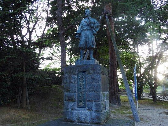 Shibata, Japón: 赤穂義士の討ち入りで中心的な役割を果たした堀部安兵衛の像