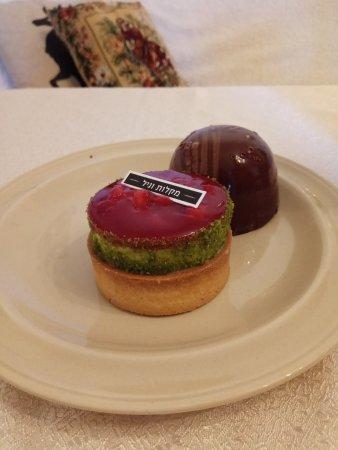 Afula, Israel: Strawberries cheese cake & chocolate cake from Maklot Vanille