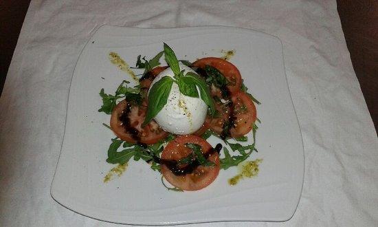 Sucy-en-Brie, Francia: Carpaccio de tomates et burrata sauce basilic