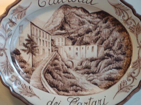 Trattoria dei Cartari: godło na ceramice