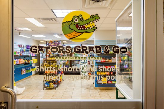 Coco Key Hotel and Water Park Resort: Gators Grab & Go - Convenience Store